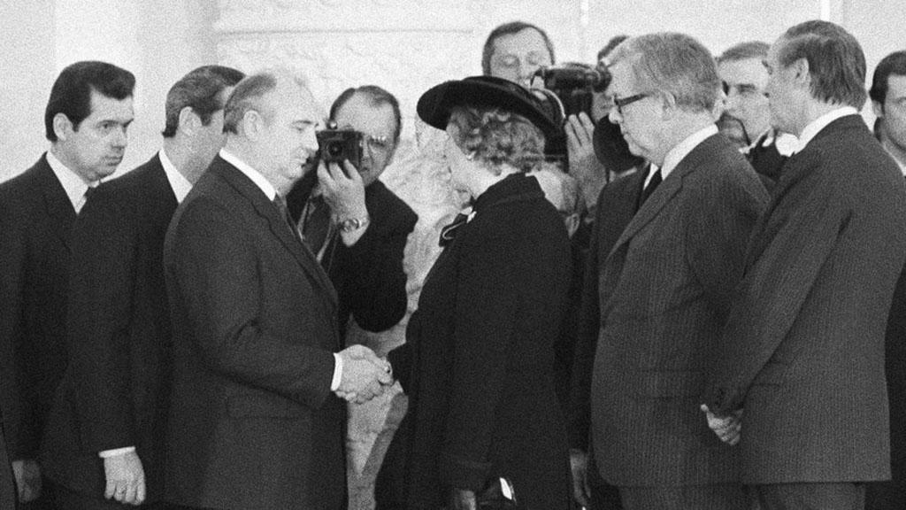 1985年3月,撒切尔与戈尔巴乔夫在克里姆林宫会晤,英-苏关系改善