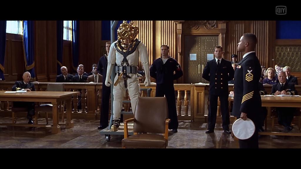 听证会上伙夫的军衔是:E8 Senior Chief 也就是说距离海军最高士官军衔只差一步