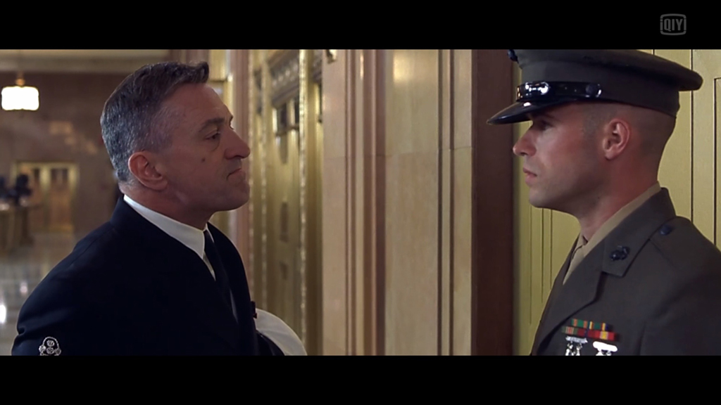 经典片段:海军听证会门口