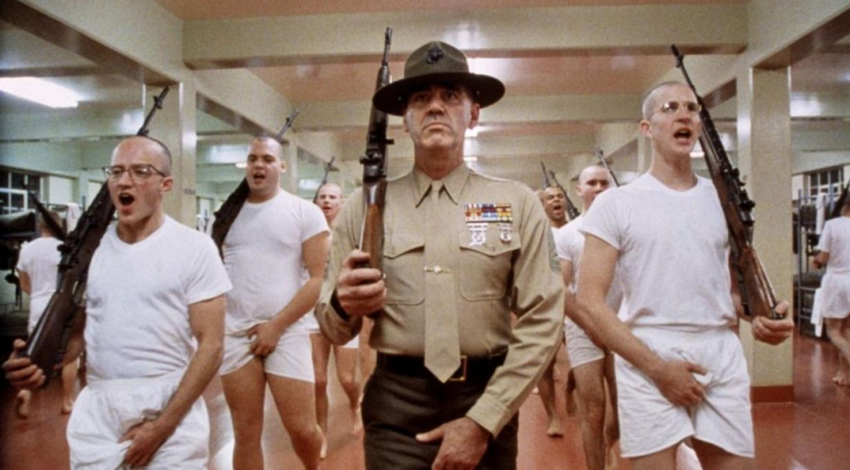 负责新兵训练的教育士官长(标志性的帽子)